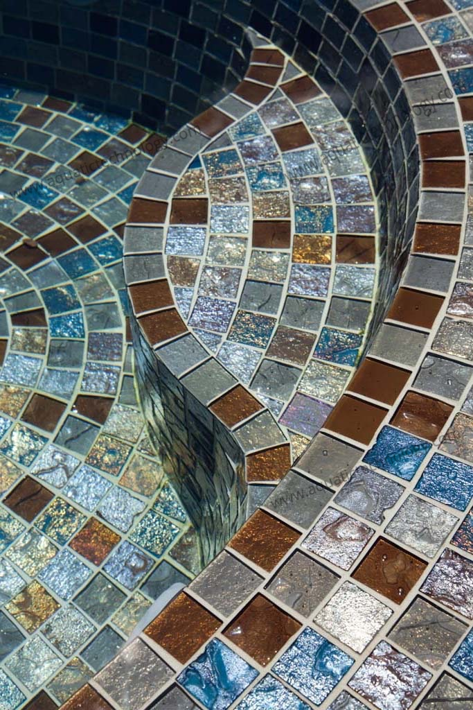 Step detail glass tile spa DUPLICATE IMAGE